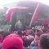 Vídeo: Ônibus do Fla é seguido por multidão de torcedores antes de embarque
