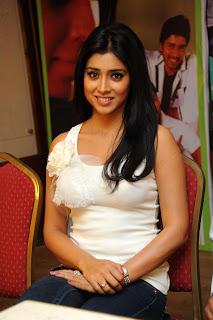 Shriya Saran Latest  Pictures in Blue Jeans at Nuvva Nena Telugu Movie Successmeet Event