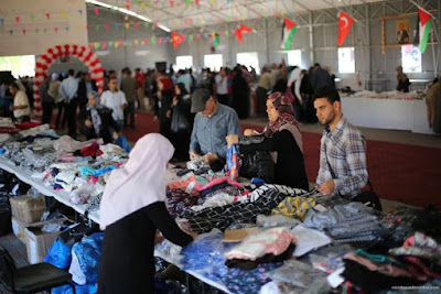Bantuan rakyat Turki membantu warga Gaza untuk membeli baju lebaran