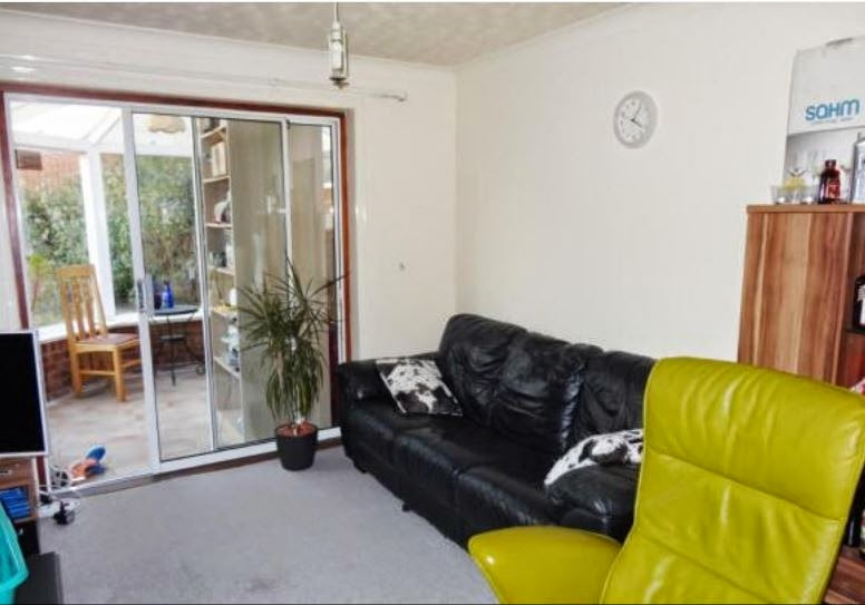 chichester buy to let property lounge