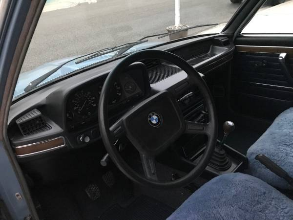 1977 BMW 530i Sedan interior