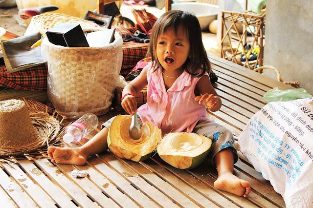 Cute little girl, Phnom Penh, Cambodia - travel blog