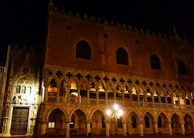museo chiara di luna, Navštivte Dóžecí palác v noci, zažijte benátky jako místní, benátky průvodce, kam v benátkách, co vidět v benátkách, benátky památky, benátky historie, jak se najíst v benátkách, kde se najíst v benátkách, co ochutnat v benátkách, kam v benátkách na víno, benátky aperol spritz,