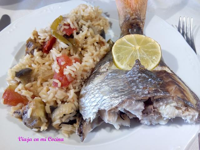 Arroz al estilo Islas Salomón con pescado