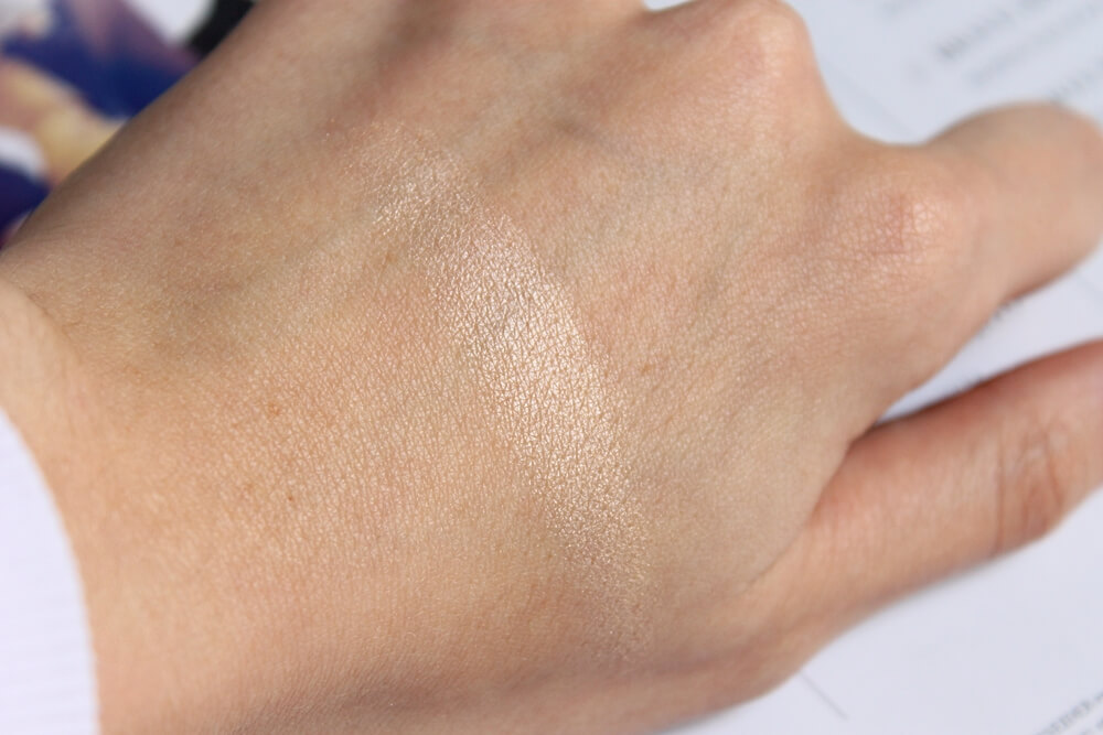 becca shimmering skin perfector pressed moonstone swatch