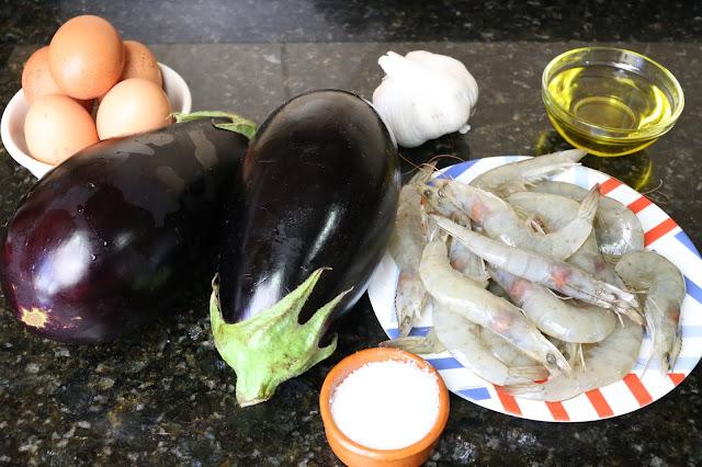Ingredientes para revuelto de berenjenas y langostinos