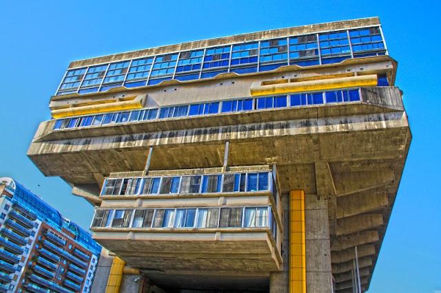 Fachada de la Biblioteca Nacional en Buenos Aires