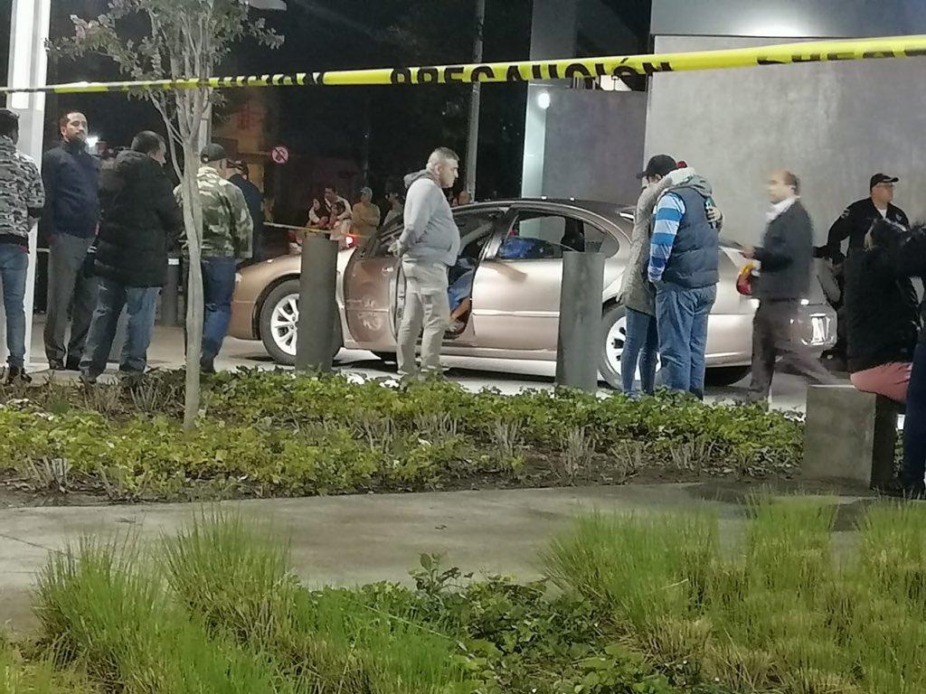 Ciudad de Mexico. Asesinan a hombre en su auto