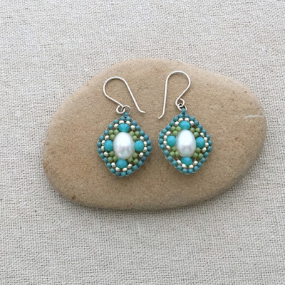 Miguel Ases style Beaded earrings - scallop shape using Brick Stitch: Lisa Yang's Jewelry Blog