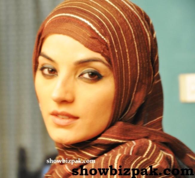 Pakistani Showbiz : Pakistani Actresses In Scarf/Dupatta