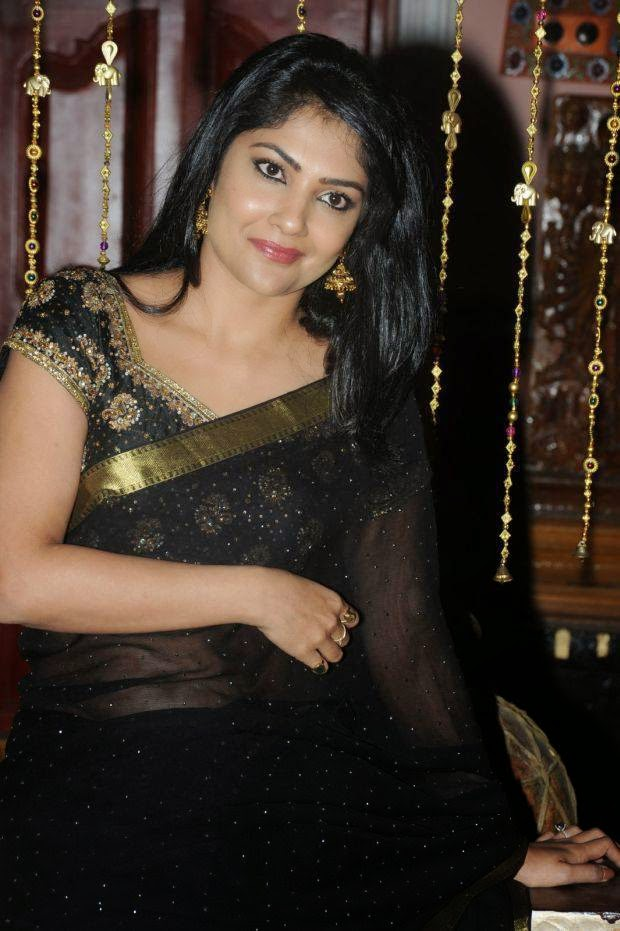 Kamalinee Mukherjee Hip Navel Photos In Black Saree Hot