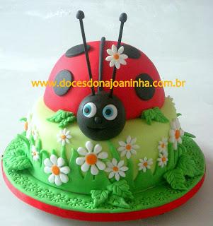 bolo de aniversário joaninha com margaridas