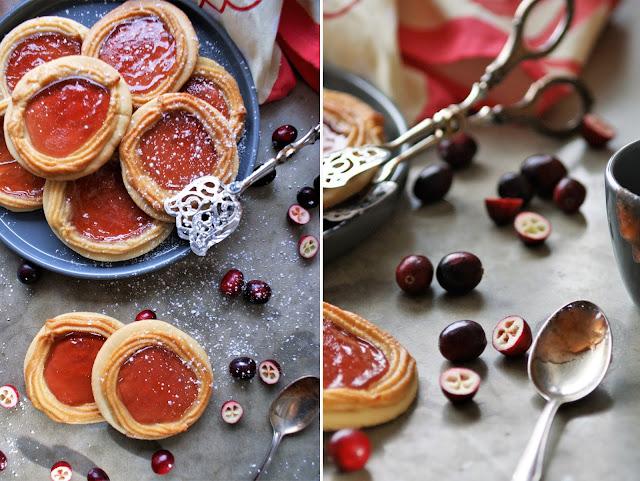 Pfauenaugen Plätzchen mit Cranberry Gelee