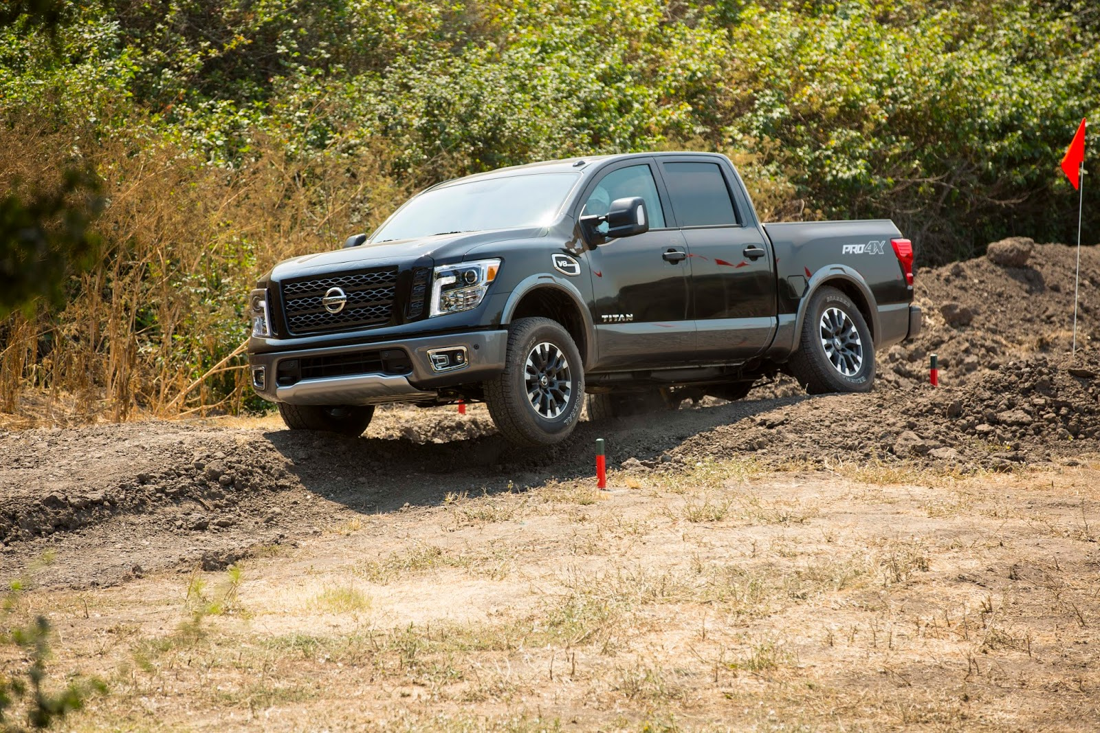 tow vehicle spotlight 2017 nissan titan gr8lakescamper. Black Bedroom Furniture Sets. Home Design Ideas