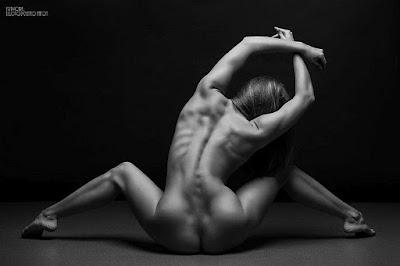 fotos-del-cuerpo-humano-al-desnudo+las-mejores-fotos-artisticas-de-desnudo-femenino+cuerpo-femenino-desnudo-arte-mujer+cuerpo-de-modelo-desnudo-arte-blanco-y-negro+