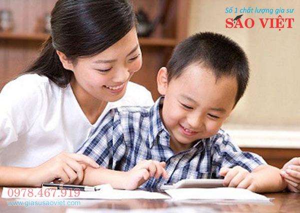 Gia sư lớp 4 dạy giỏi giúp học sinh tiến bộ nhanh. Đội ngũ gia sư Sao Việt chuyên dạy lớp 4 có kiến thức chuyên môn tốt, cách truyền đạt dễ hiểu, giảng dạy tâm huyết.