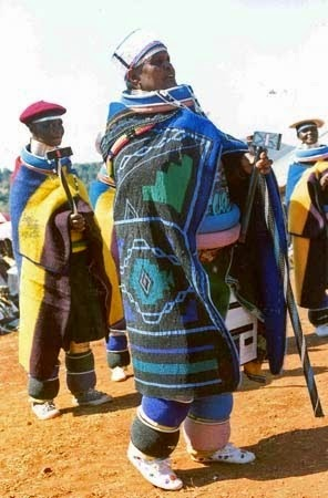 Traditionally the Ndebele wife would wear rings called idzila as a status symbol around her arms, legs and neck.