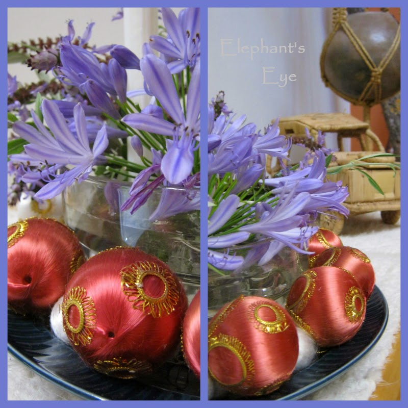 Advent 2013 Blue flowers and red silk balls