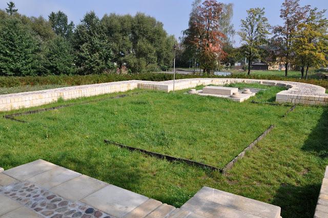 Kalisz Zawodzie - skansen archeologiczny grodzisko - kolegiata św. Pawłą
