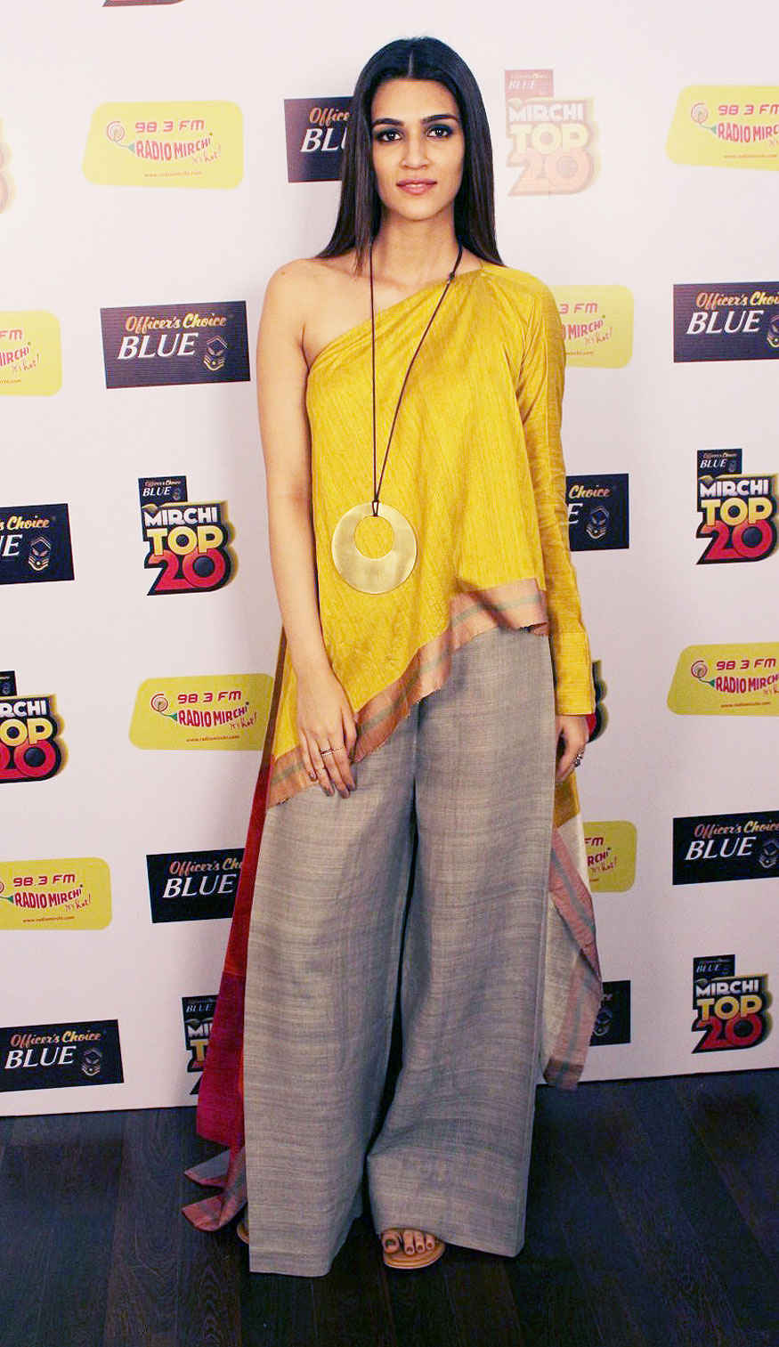 Ayushmann Khurrana and Kriti Sanon 98.3 Radio Mirchi Fm To Promote Film Bareilly Ki Barfi