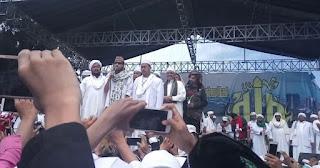 Habib Bahar bin Smith menolak meminta maaf pada Presiden Joko Widodo terkait ceramahnya yang menyebut 'Jokowi kayaknya banci' hingga 'Jokowi haid'