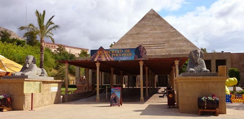 Pirámide del Terror de Terra Mítica.
