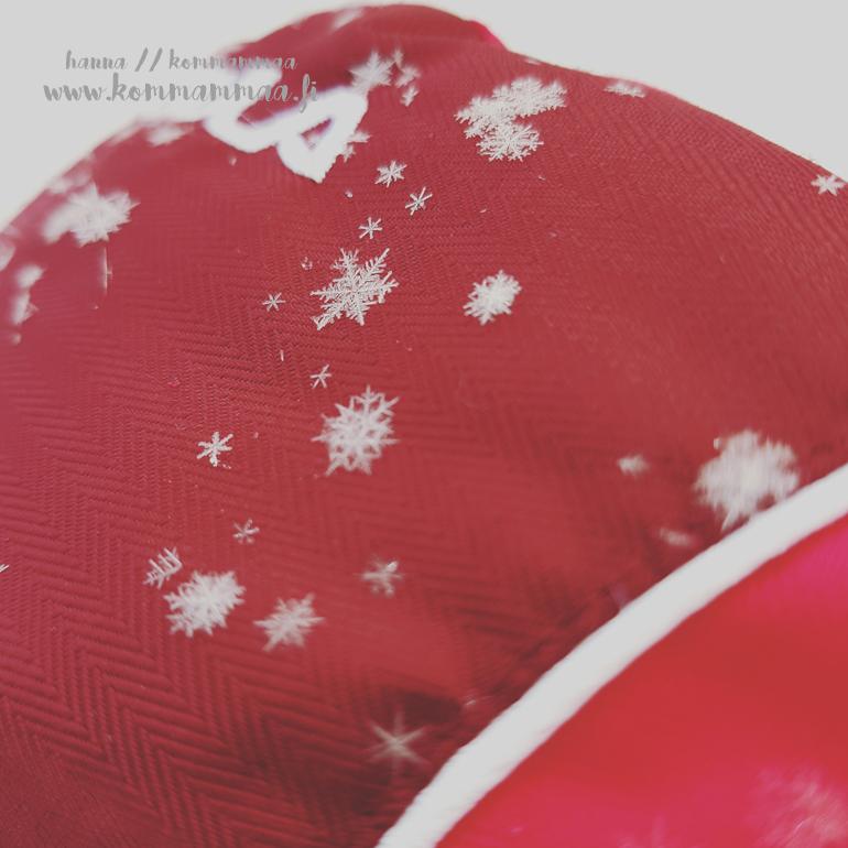 kauniit lumihiutaleet hanskalla
