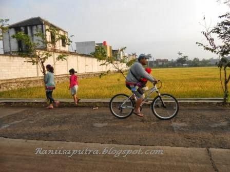 Pesepeda dan pejalan kaki