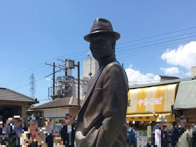柴又駅前 寅さん像