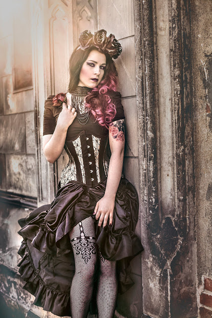 Dark gothic romantic steampunk fashion style. Using black, dried flowers as a crown and elements of both steampunk and goth, this is a gorgeous outfit for a steampunk woman.