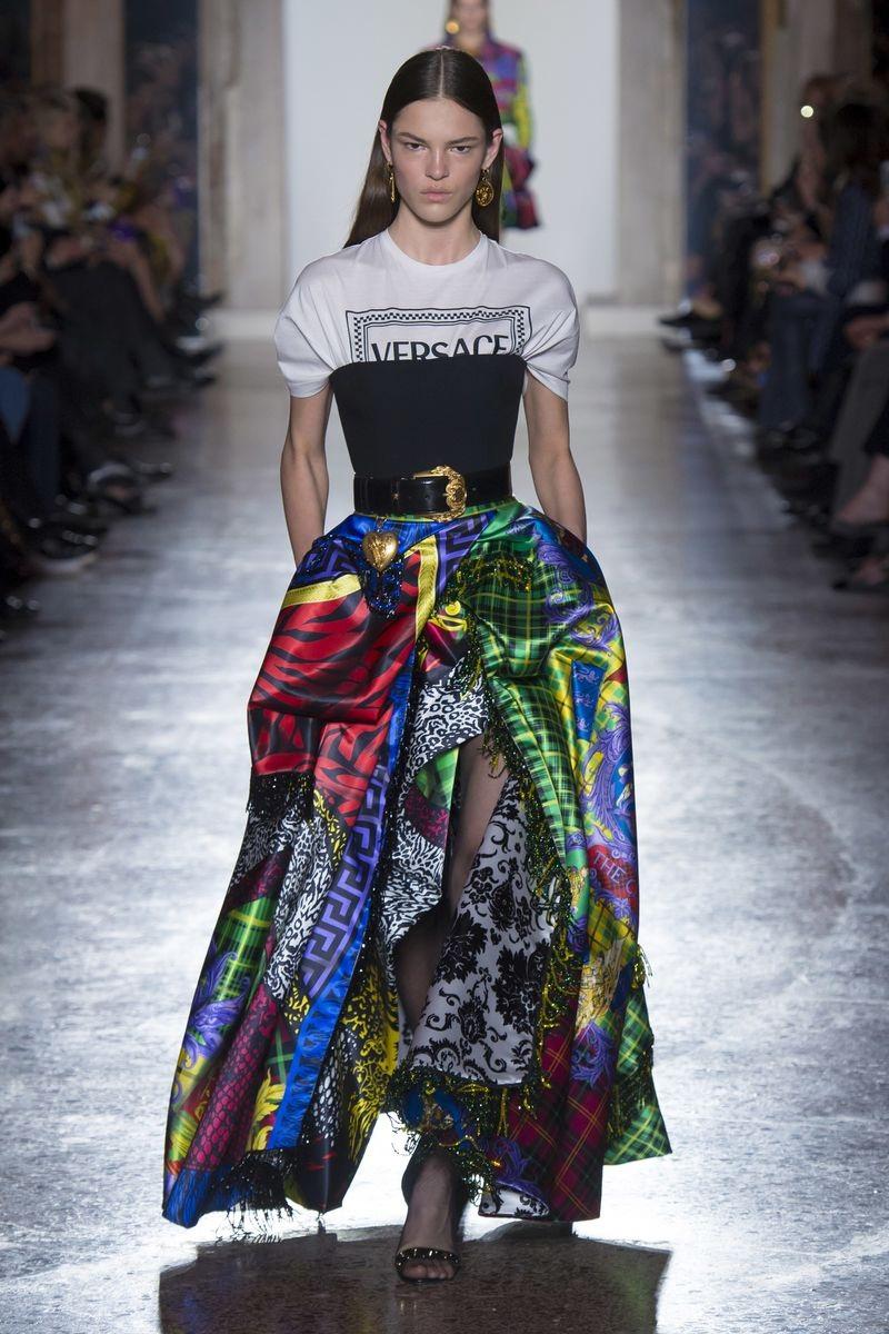 Observa estos diseños de Versace Fall 2018 | Fantasy Fashion Design ...