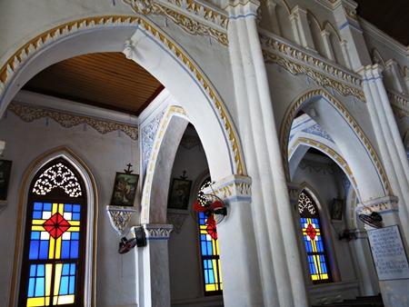 Xe hợp đồng Phú Yên - Kiến trúc bên trong khu giáo đường của nhà thờ Mằng Lăng