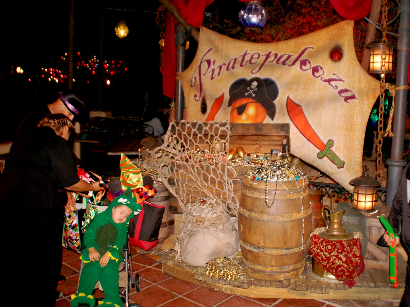 Disney Sisters: 10 Tips For Halloween at Disneyland And