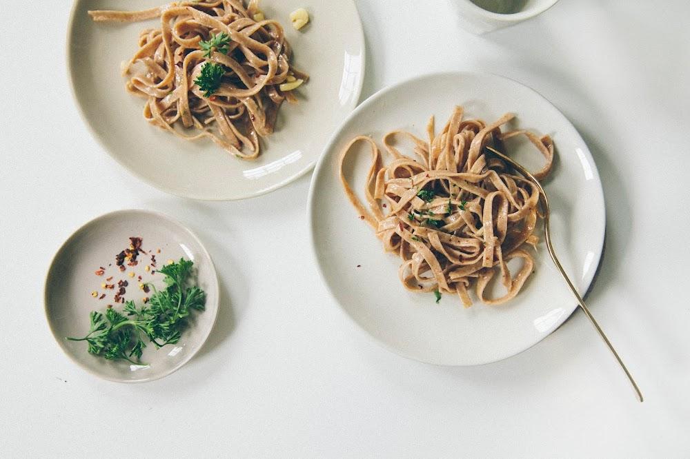 weeknight dinner: spaghetti aglio e olio