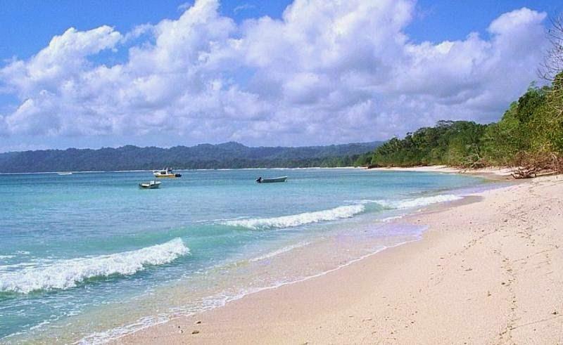 Foto Pantai Plengkung