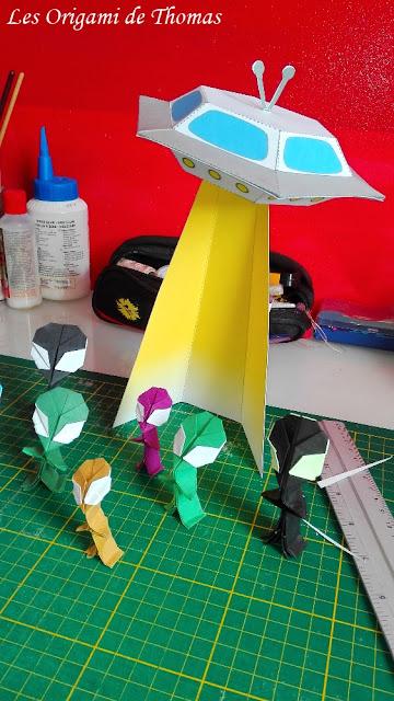 Soucoupe volante en papier et alien en Origami