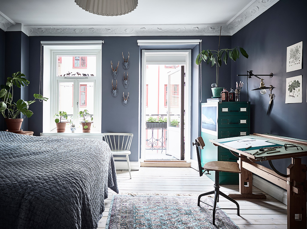 bedroom, blue walls, workplace, bohemian interior design