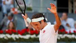 Federer survives Monfils, faces Thiem next