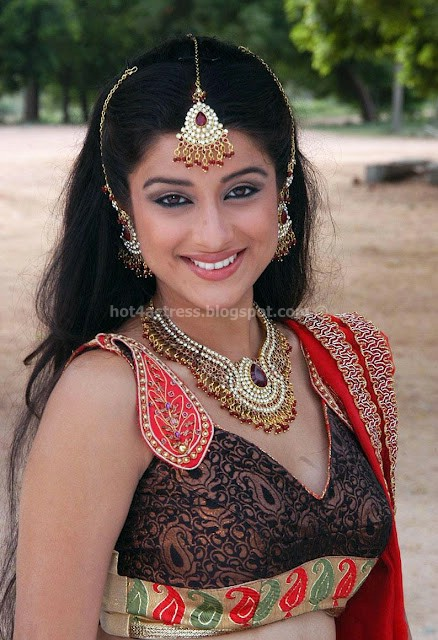 Madhurima hot show