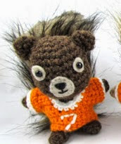 http://translate.googleusercontent.com/translate_c?depth=1&hl=es&rurl=translate.google.es&sl=en&tl=es&u=http://squirrelpicnic.com/2014/01/27/football-jersey-for-your-squirrel-friend-crochet-pattern/&usg=ALkJrhiWByTggGzJKgWFWH0VEzGZLhu6Bw