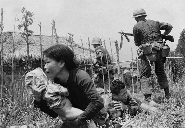 la guerra de vietnam essay O rock com causa nasceu como protesto pela guerra na indochina e deixou canções inesquecíveis.