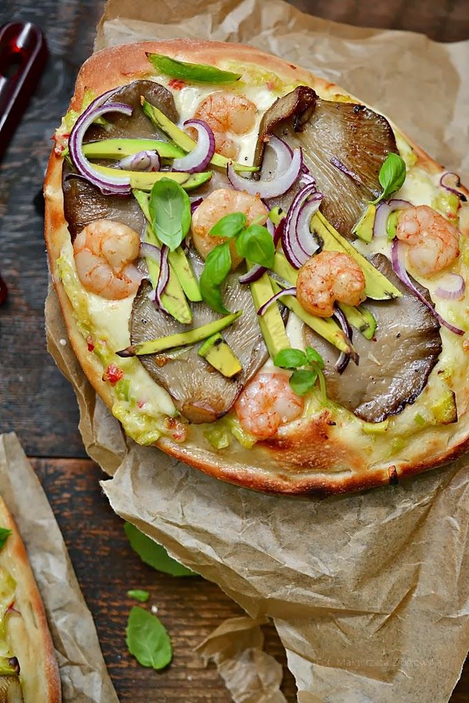 Międzynarodowy Dzień Pizzy...  z boczniakami i krewetkami z sosem porowym