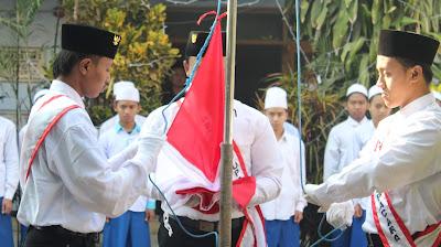 Upacara Bendera - Uforia Kemerdekaan Indonesian ala Santri Raudlatul Ulum 1