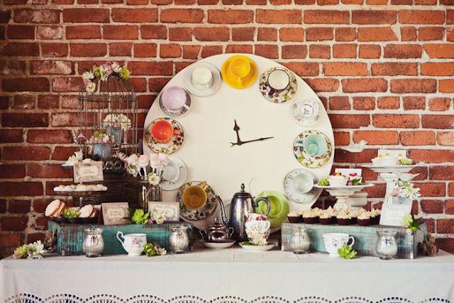 Horloge avec des tasses, récup