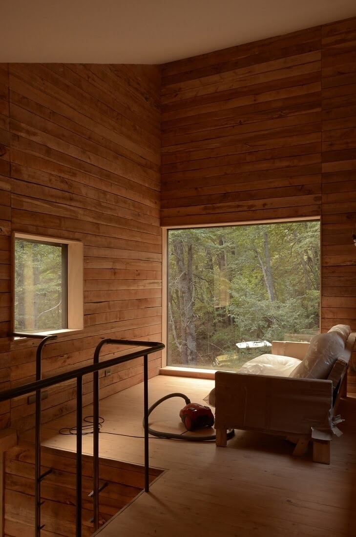 03-Living-Room-with-Beautiful-Views-DRAA-Architects-Shangri-La-Cabin-Architecture-in-the-Woods-www-designstack-co