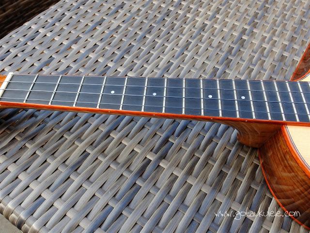 Kala KA-SRT-CTG-CE Comfort Edge Tenor Ukulele fingerboard