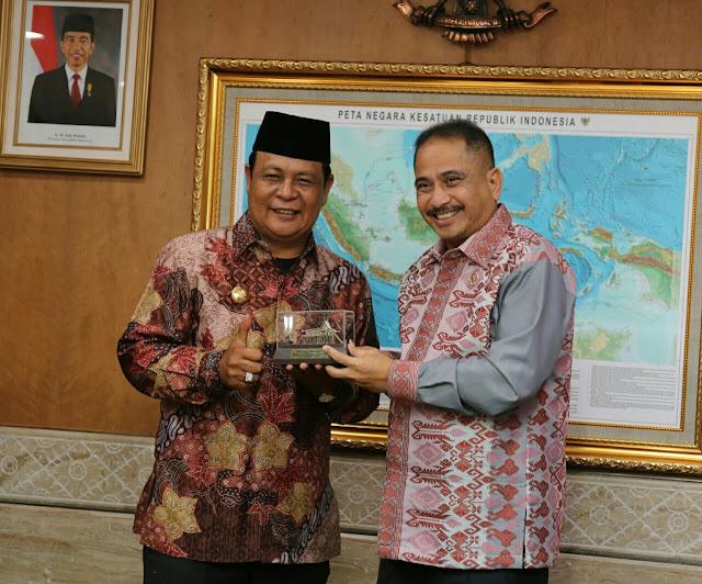 Gubernur Kalsel Paparkan Potensi Wisata Kalsel di Depan Menteri Pariwisata