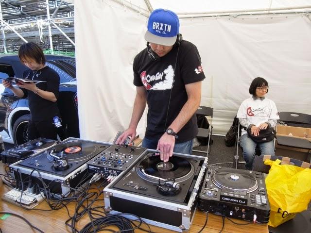 DJ-Y∀SUのショーでのDJ模様です。