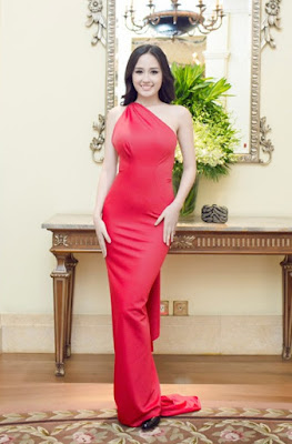 Mai Phuong Thuy unveil her beauty curve with tight dresses