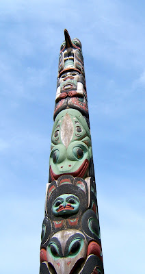 totem pole with beak